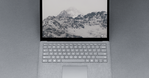 Surface Laptop de face, écran allumé
